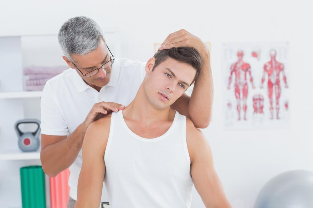 chiropractor-adjusting-patient-in-east-greenwich-and-providence